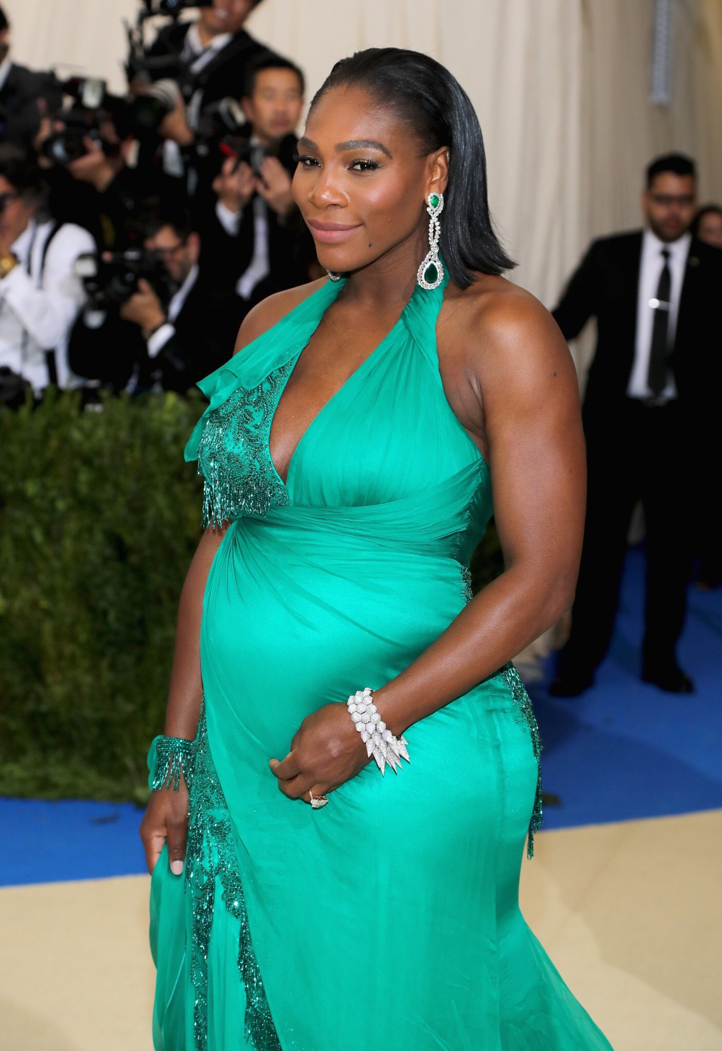 Serena Williams serving up maternity realness in Versace